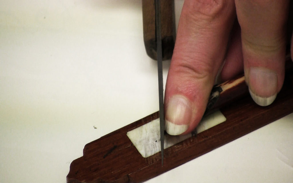 Cutting the reed pen's tip